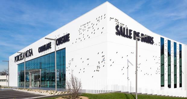 porcelanosa s 39 offre un showroom de 2300 m pr s de lyon. Black Bedroom Furniture Sets. Home Design Ideas