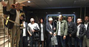 Christophe Gilet (à gauche) et son équipe, lors de la remise des prix du challenge du club QA de Question d'Ambiance, au showroom d'Aix-en-Provence.