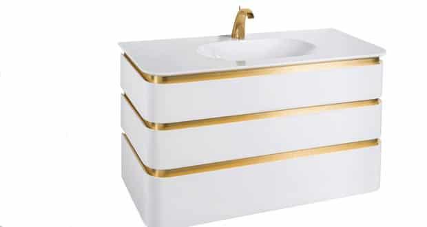 Le Meuble Mont-Blanc de Decotec est présenté en laque brillante réveillée par des lignes en or brossé
