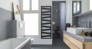 Ambiance salle de bains avec le sèche-serviettes Kazeane Acova