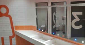 Meuble eau, savon, air de Supratech dans des toilettes publiques