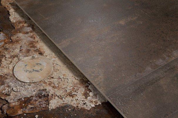 Carrelage métal oxydé