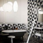 Carrelage tendance géométrie, variations en noir et blanc