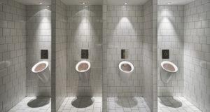 Urinoirs-dans-des-toilettes-publiques