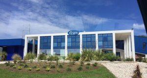 Vue de la façade de l'usine Kinedo de La Ciotat