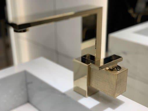 Mitigeur-de-lavabo-composé-de-différentes-formes-cubiques