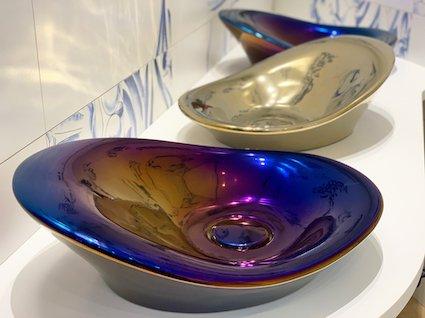 Vasque-de-salle-de-bain-bleue-irisée