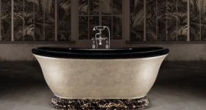 Baignoire rétro sur socle en marbre noir précieux