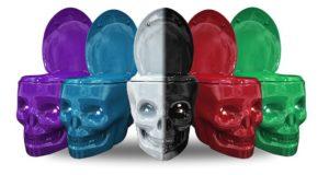 WC en forme de tête de mort et en couleur
