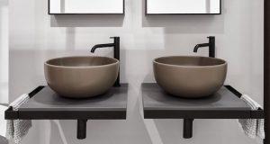 Deux vasques couleur masticMultiplo de Cielo sur plan suspendu