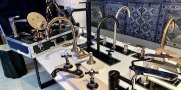 assortiment de robinetteries dans le showroom parisien de Newform