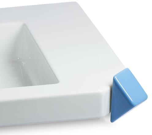 Poignée de robinet intégrée dans l'angle du lavabo Off design