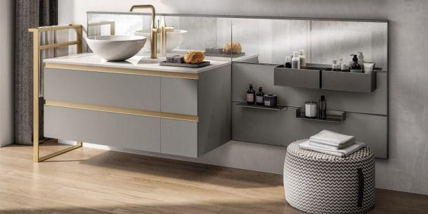 Large meuble de salle de bains avec crédence accessoirisée