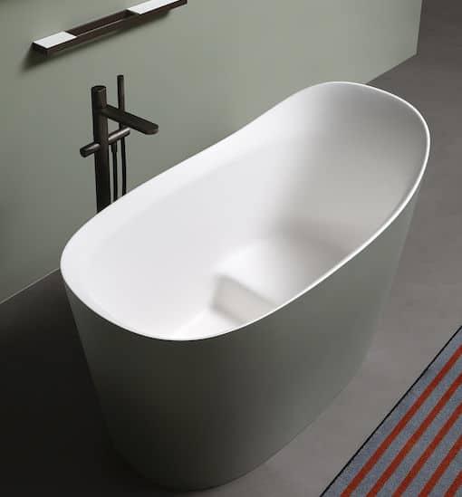 l'intérieur blanc de la baignoire verte Mastello d'Antonio Lupi